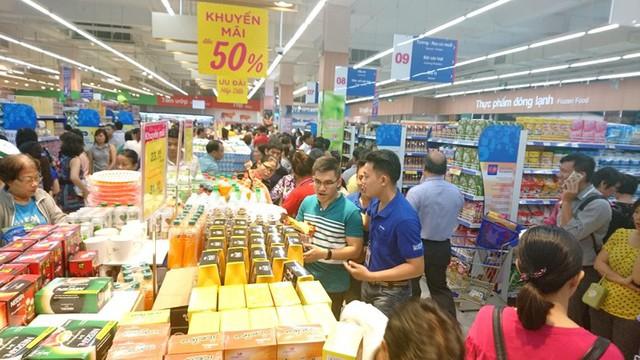 Muốn khóc khi buộc siêu thị chỉ được giảm giá 3 lần/năm - Ảnh 1.