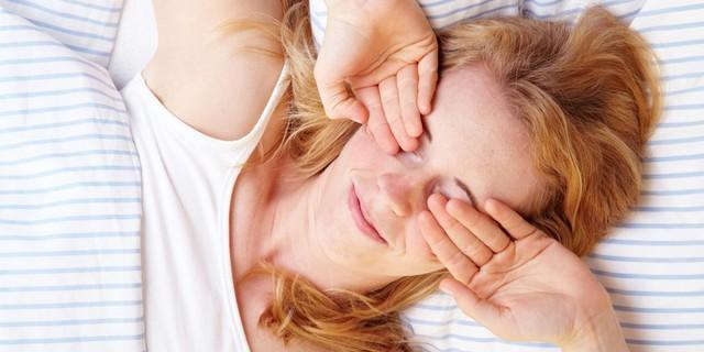Vệt đỏ trong mắt có thể ngầm báo hiệu một số vấn đề sức khỏe nghiêm trọng - Ảnh 1.