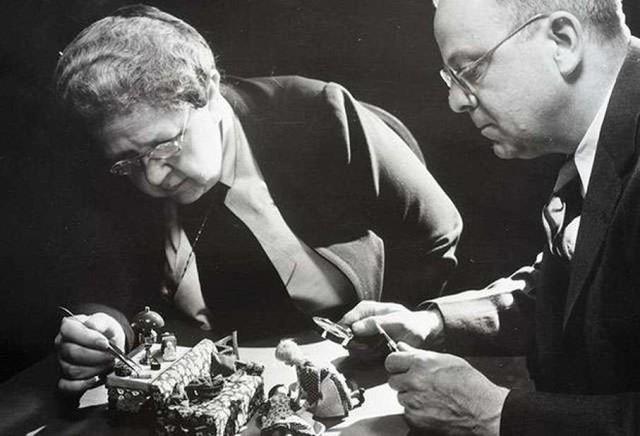 Cuộc đời bà tổ nghề pháp y Frances Glessner Lee: Người dựng lại hiện trường án mạng từ những con búp bê - Ảnh 7.