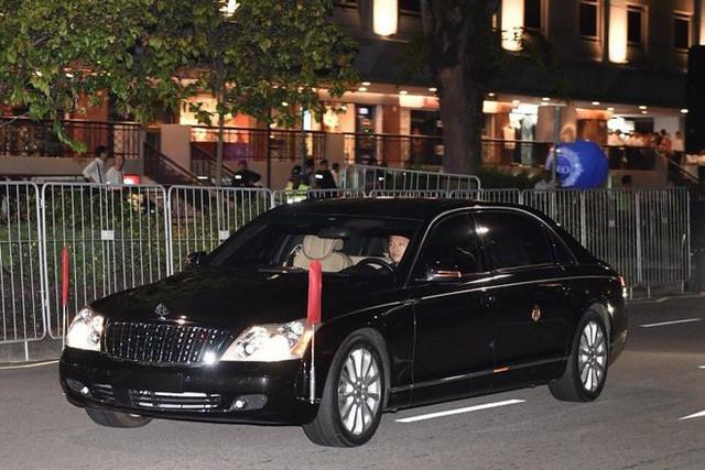 [NÓNG]: Ông Kim Jong-un bất ngờ xuống phố vãn cảnh đêm Singapore sau một ngày im lặng - Ảnh 9.