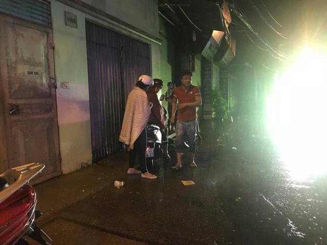 Hà Nội: Hàng trăm xe chết máy sau trận mưa lớn - Ảnh 8.