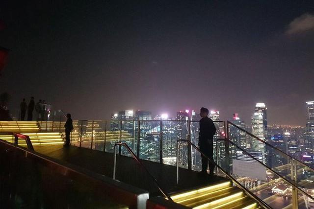 [NÓNG]: Ông Kim Jong-un bất ngờ xuống phố vãn cảnh đêm Singapore sau một ngày im lặng - Ảnh 10.