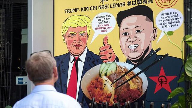 Những cách kiếm tiền độc đáo ăn theo hội nghị Trump - Kim của người Singapore - Ảnh 3.
