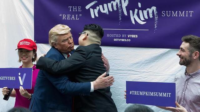 Những cách kiếm tiền độc đáo ăn theo hội nghị Trump - Kim của người Singapore - Ảnh 1.