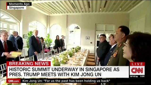 Tổng thống Trump yêu cầu phóng viên ảnh chụp những bức hình đẹp trai và gầy khi ăn trưa cùng ông Kim Jong Un - Ảnh 1.
