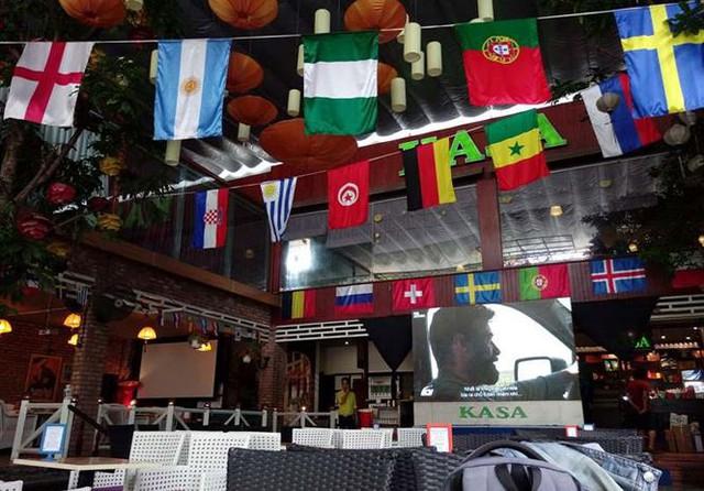 Quán xá Sài Gòn chộn rộn trước thềm World Cup - Ảnh 2.