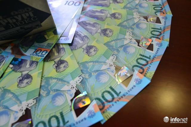 Những hình ảnh lạ trên tờ tiền 100 Ruble Nga khiến giới hâm mộ bóng đá săn lùng - Ảnh 6.