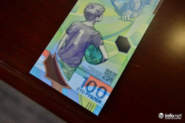 Những hình ảnh lạ trên tờ tiền 100 Ruble Nga khiến giới hâm mộ bóng đá săn lùng - Ảnh 7.