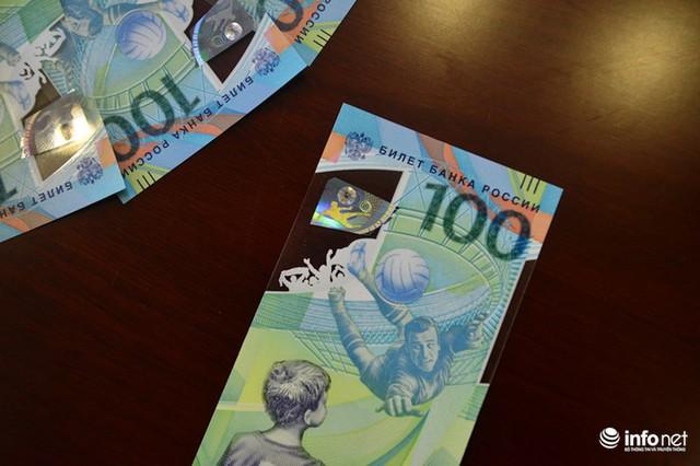 Những hình ảnh lạ trên tờ tiền 100 Ruble Nga khiến giới hâm mộ bóng đá săn lùng - Ảnh 8.