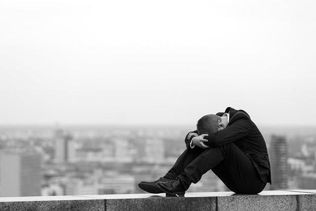 Từ vụ tự tử của đầu bếp Anthony Bourdain: Vì sao những người đang trên đỉnh cao vẫn tìm đến cái chết - Ảnh 1.