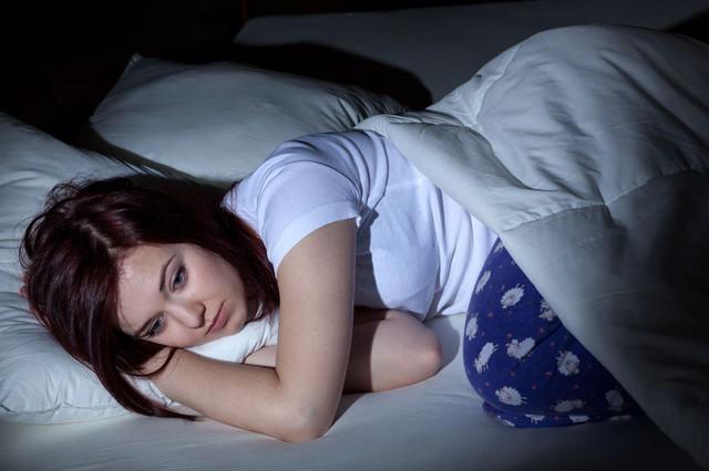 Thức giấc sớm, không thể ngủ lại rồi uể oải cả ngày dài: 6 nguyên nhân thường gặp và giải pháp khắc phục ngay tức thì!  - Ảnh 1.