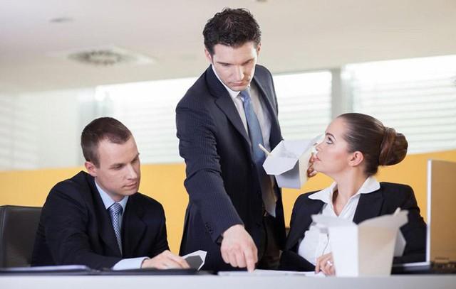 Ứng xử khôn ngoan khi nhận ra bạn thông minh hơn sếp: Đừng quá tự tin, vội vàng đánh giá, hãy tập trung và làm tốt nhiệm vụ của bạn trước đi đã - Ảnh 3.