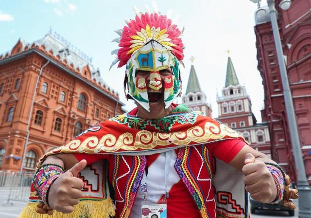 Fan thế giới tạo ra bầu không khí lễ hội ở Nga trong ngày khai mạc World Cup 2018 - Ảnh 4.