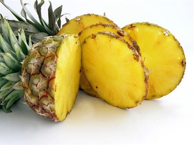 Dứa nhập khẩu 300.000 một trái, dứa nội 3.000 đồng một kg - Ảnh 2.