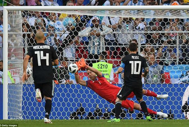 HLV là nha sĩ, cầu thủ từng là đạo diễn phim, Messi và Argentina vẫn không thể đánh bại các chiến binh Viking - Ảnh 2.