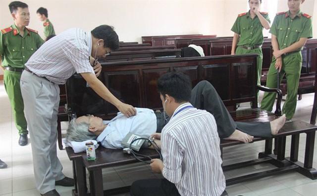 Bị cáo Nguyễn Khắc Thuỷ tự nguyện chấp hành bản án 3 năm tù giam - Ảnh 1.