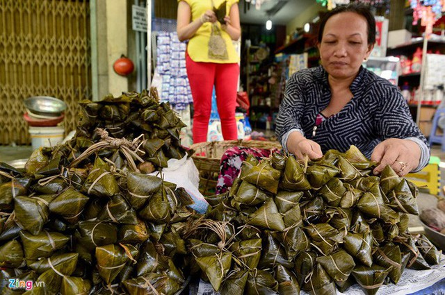 Tết Đoan Ngọ ở Sài Gòn có bánh bá trạng ú ụ tôm thịt trứng muối và đây là những địa chỉ để bạn tìm mua - Ảnh 16.