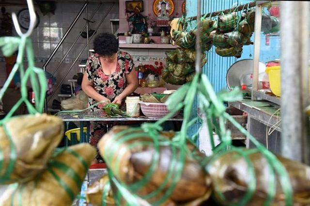 Tết Đoan Ngọ ở Sài Gòn có bánh bá trạng ú ụ tôm thịt trứng muối và đây là những địa chỉ để bạn tìm mua - Ảnh 4.