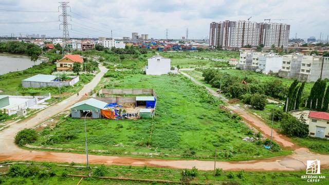 Cận cảnh dự án khu dân cư Bắc Rạch Chiếc bỏ hoang gần 20 năm ở trung tâm TP.HCM - Ảnh 14.