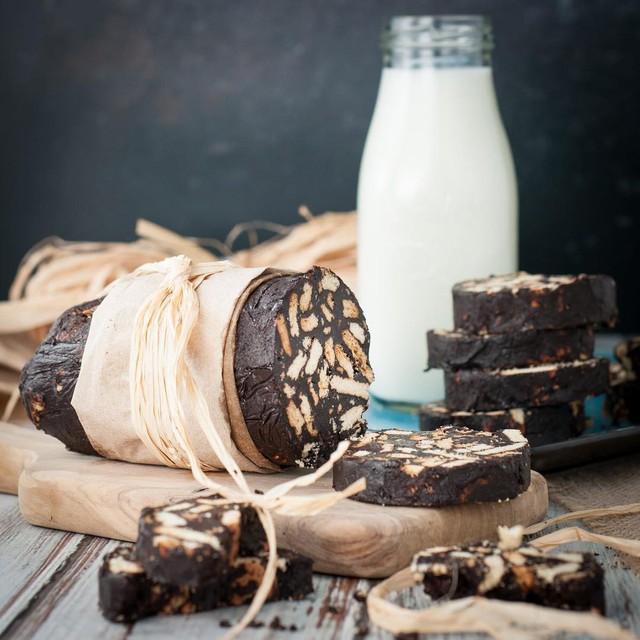 Không chỉ có World Cup rực lửa, nước Nga còn hấp dẫn và quyến rũ với món xúc xích chocolate ngọt ngào - Ảnh 1.