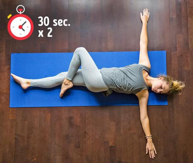 Bài tập đơn giản giúp xua tan chứng đau lưng khó chịu chỉ trong 10 phút - Ảnh 7.