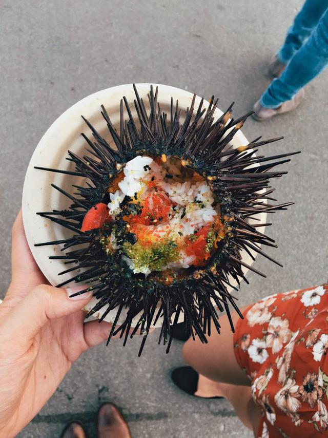 Xem cách người Mỹ hô biến nhum biển đầy gai thành một tô sushi hấp dẫn thế này đây - Ảnh 3.