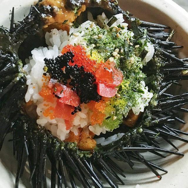 Xem cách người Mỹ hô biến nhum biển đầy gai thành một tô sushi hấp dẫn thế này đây - Ảnh 4.