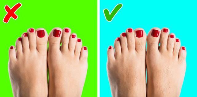 Nhìn ngay xuống bàn chân soi dấu hiệu bệnh tật cư trú trong người: Số 3 rất nguy hiểm! - Ảnh 1.