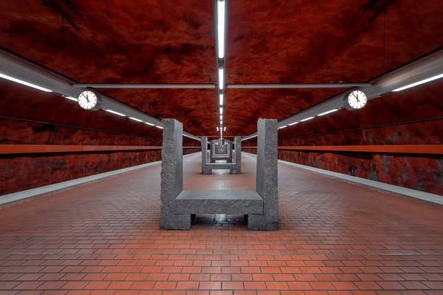 Bên trong những ga tàu điện ngầm đẹp hơn cả triển lãm nghệ thuật tại Thụy Điển - Ảnh 12.