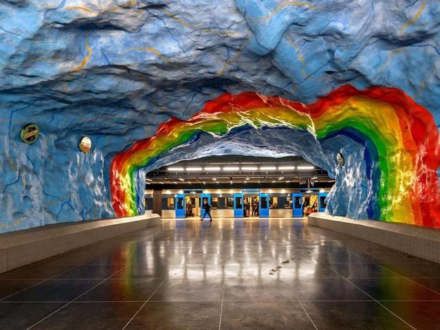 Bên trong những ga tàu điện ngầm đẹp hơn cả triển lãm nghệ thuật tại Thụy Điển - Ảnh 6.
