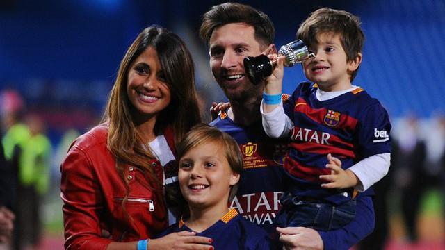 Lionel Messi - chàng cầu thủ biết yêu từ năm... 9 tuổi nhưng từ đó đến nay đã 22 năm chỉ chung thủy với duy nhất một người - Ảnh 10.