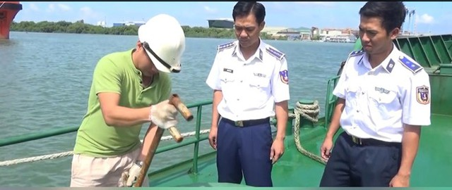Phát hiện tàu vận chuyển hàng trăm ngàn lít xăng dầu lậu - Ảnh 2.