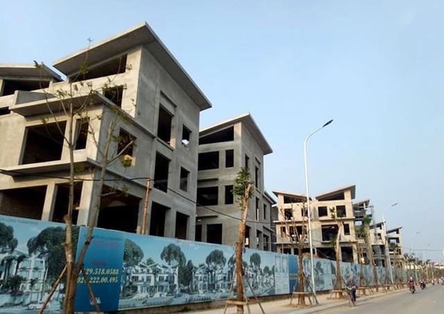 Xôn xao 26 biệt thự giữa Thủ đô xây xong mới xin phép - Ảnh 2.
