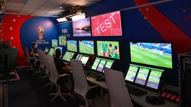 """Vấn đề của World Cup 2018: VAR """"lung tung"""" - Ảnh 1."""