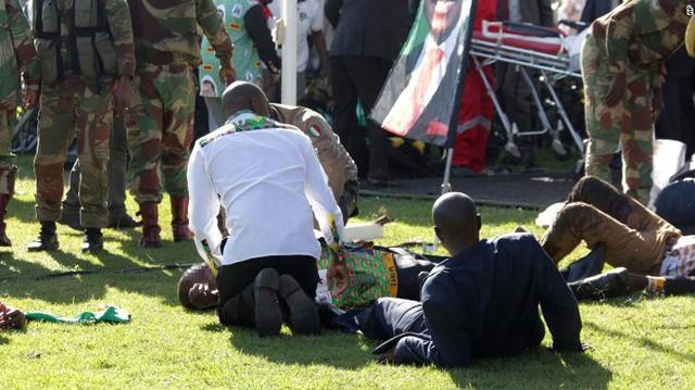 Nổ bom ám sát Tổng thống Zimbabwe, nhiều quan chức cấp cao bị thương - Ảnh 1.