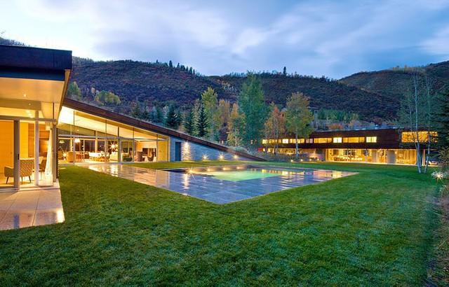 """Ngôi nhà trong núi vô cùng độc đáo với phần mái """"lợp cỏ"""" - Ảnh 2."""