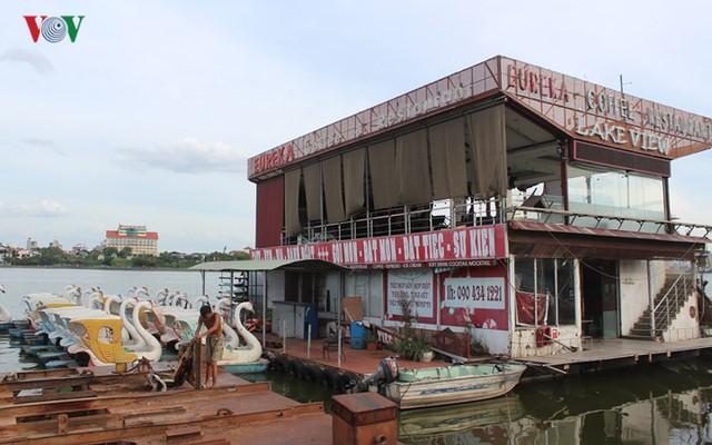 """Cận cảnh """"nghĩa địa"""" du thuyền, nhà hàng nổi trên Hồ Tây - Ảnh 19."""