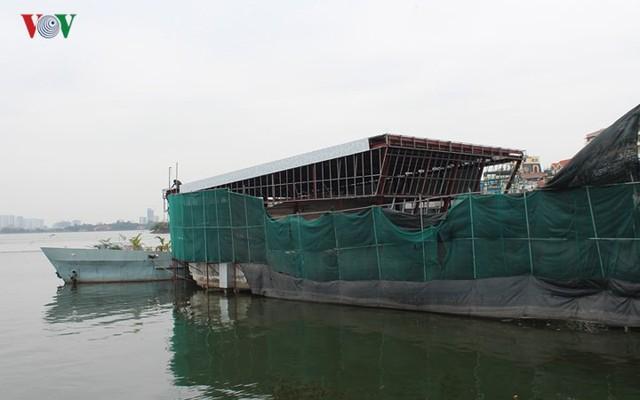 """Cận cảnh """"nghĩa địa"""" du thuyền, nhà hàng nổi trên Hồ Tây - Ảnh 20."""