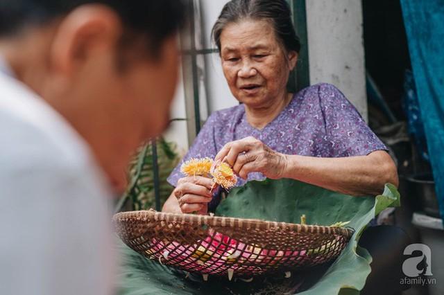Trà dệt hương sen - thứ trà ủ cả ngàn bông sen Hồ Tây, cả chục triệu một cân vẫn đắt hàng của Hà Nội - Ảnh 3.