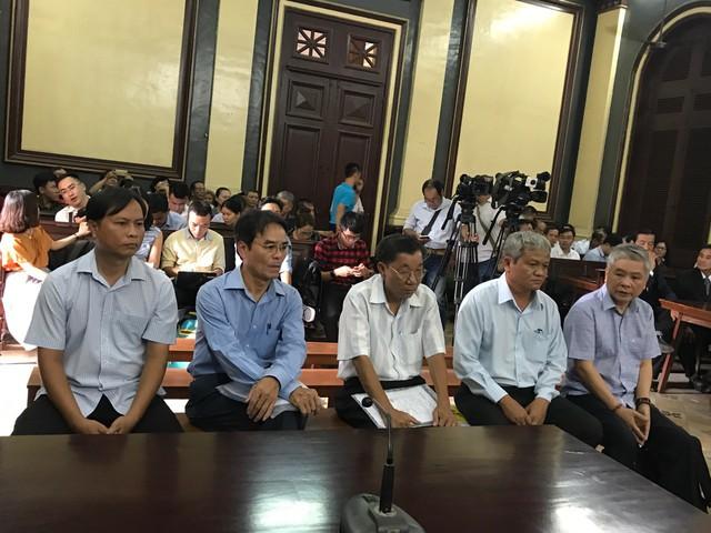Bắt đầu xét xử nguyên Phó Thống đốc NHNN Đặng Thanh Bình - Ảnh 1.