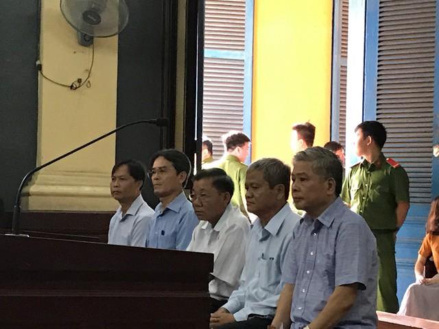 Phiên toà chiều 25/6: Nguyên phó thống đốc Đặng Thanh Bình nói cáo trạng đã truy tố không đúng - Ảnh 1.