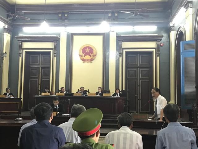 Phiên toà sáng 25/6: Triệu tập đại diện NHNN, cơ quan thanh tra giám sát đến phiên toà xử nguyên Phó thống đốc NHNN - Ảnh 1.