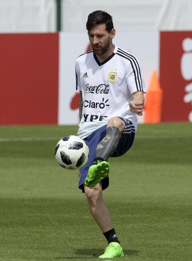 Chuyển động World Cup: Messi chưa vô địch, chưa giải nghệ - Ảnh 1.