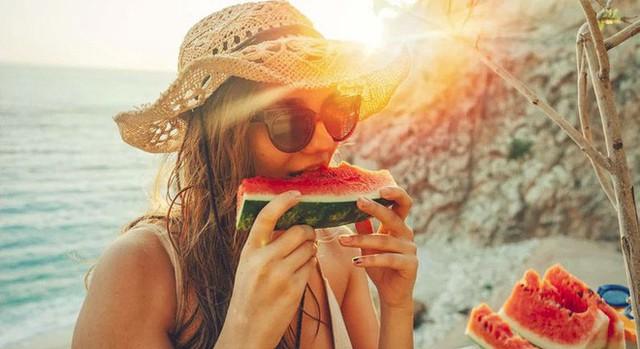 9 cách thông minh giữ cho cơ thể đủ nước trong mùa hè nóng nực, đặc biệt là các sĩ tử cần tỉnh táo để làm bài thi - Ảnh 1.