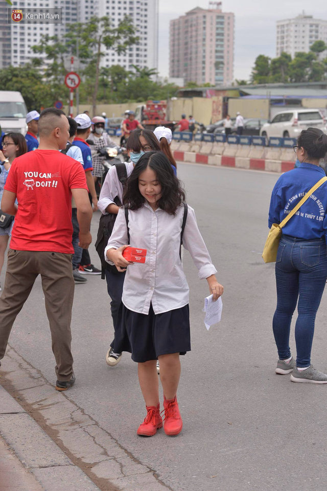 Sáng nay, 1 triệu thí sinh trên cả nước bước vào môn thi đầu tiên của kỳ thi THPT Quốc gia: Văn - Ảnh 9.
