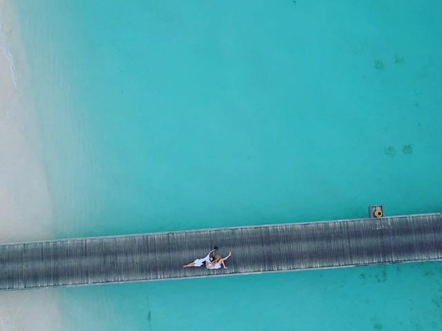 Doanh nhân Nguyễn Quốc Cường ngọt ngào bên bạn gái ở Maldives, rộ nghi vấn chụp ảnh cưới - Ảnh 2.