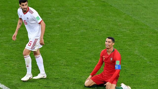 Ngày tồi tệ của Ronaldo: Hỏng penalty, đánh nguội đến suýt nhận thẻ đỏ - Ảnh 2.