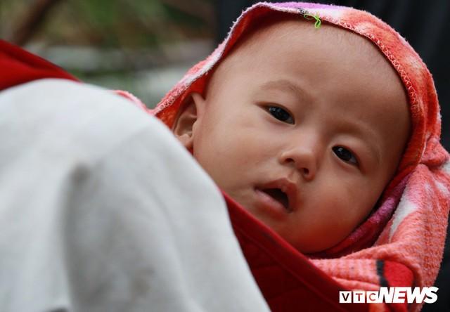 Ảnh: Sạt lở khủng khiếp ở Lai Châu, người dân dầm mưa chờ được về nhà - Ảnh 11.
