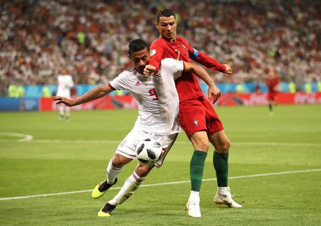 Ngày tồi tệ của Ronaldo: Hỏng penalty, đánh nguội đến suýt nhận thẻ đỏ - Ảnh 7.