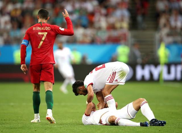 Ngày tồi tệ của Ronaldo: Hỏng penalty, đánh nguội đến suýt nhận thẻ đỏ - Ảnh 8.